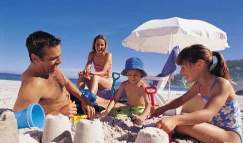 08-family-on-beach